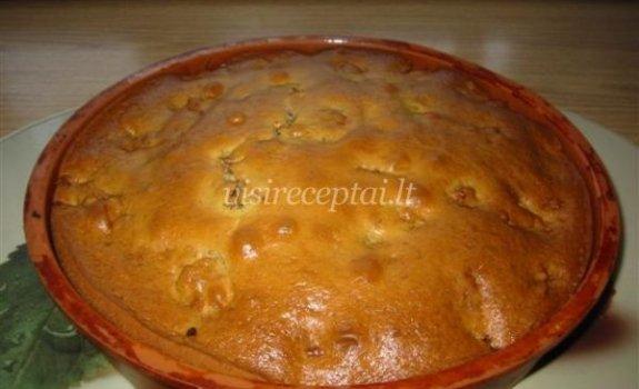 Obuolių ir riešutų pyragas