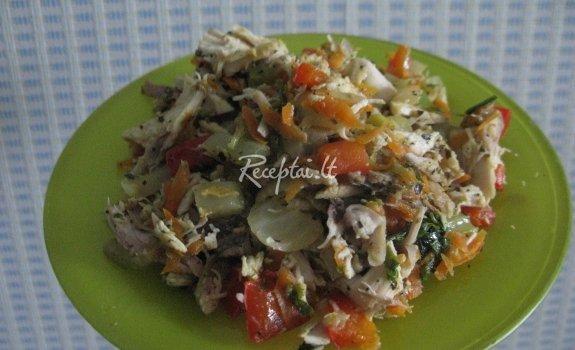 Su daržovėmis troškinta vištiena