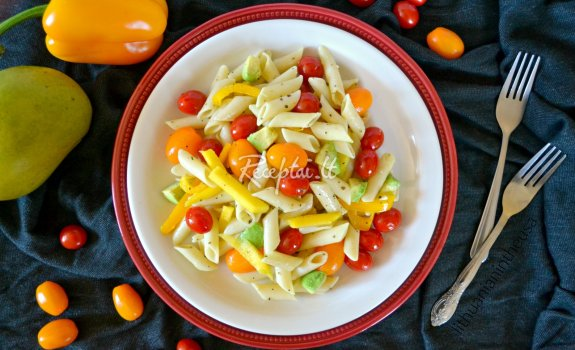 Spalvingos makaronų salotos