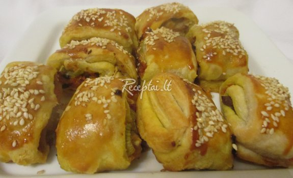 Pyragėliai su daržovėmis, vištiena ir sūriu