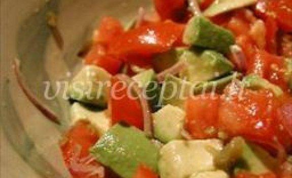 Arvydo avokadų-pomidorų salotos su parūkyta paprika