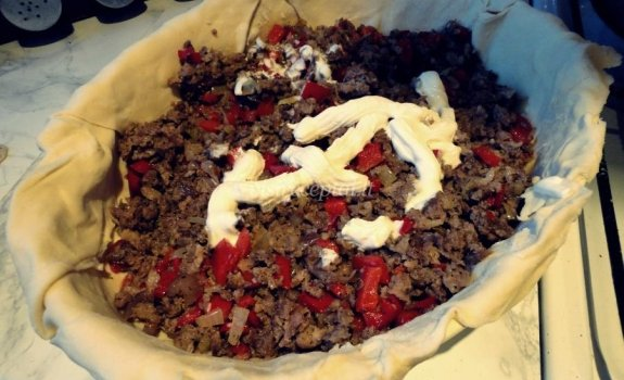 Faršo, paprikos ir pomidorų apkepas