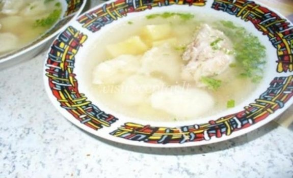 Vištienos sriuba su koldūnais