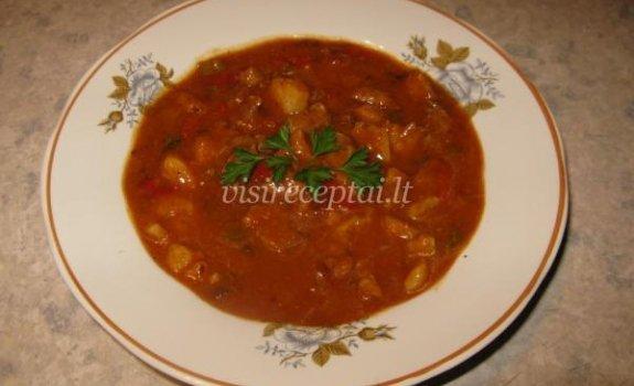 Persikais, muskatu, česnakais  pagardinta kiaulienos sriuba