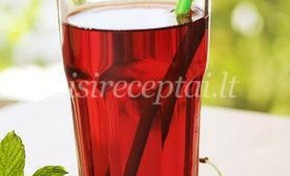 Agurkų ir vyšnių gėrimas