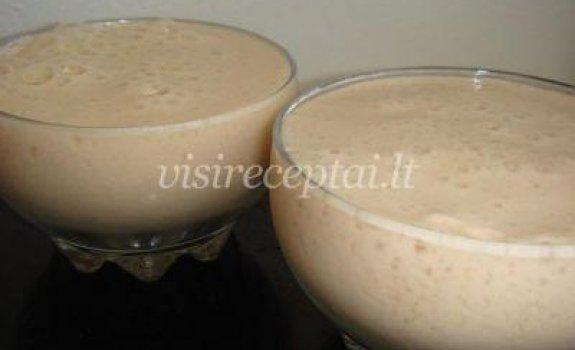 Pieno, kavos ir vaisių kokteilis