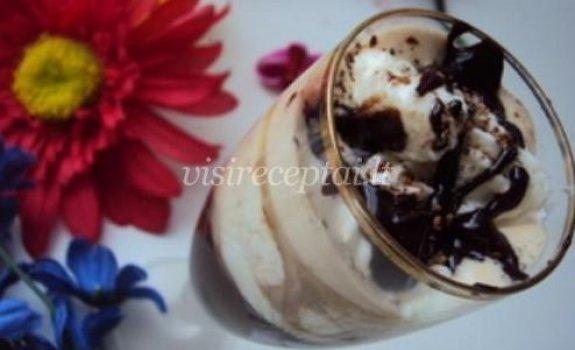 Kavos ir ledų desertas