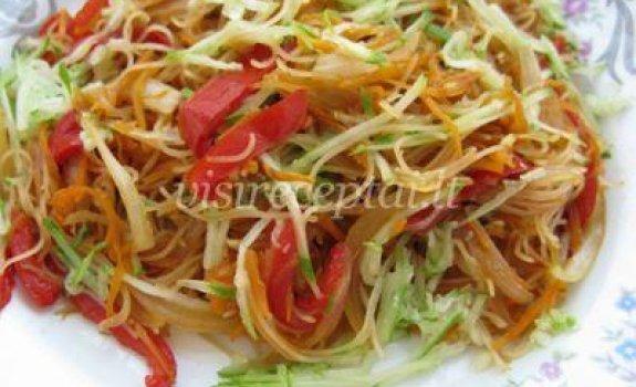 Ryžių makaronų ir daržovių salotos