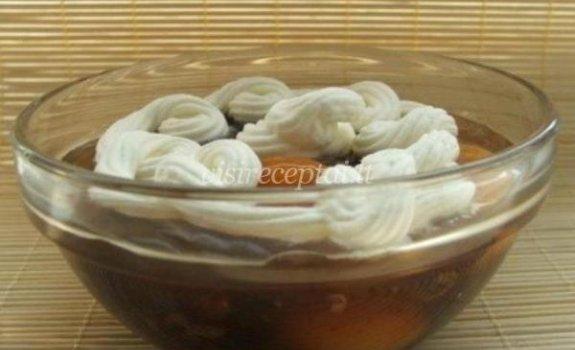 Saldi sriuba su razinomis