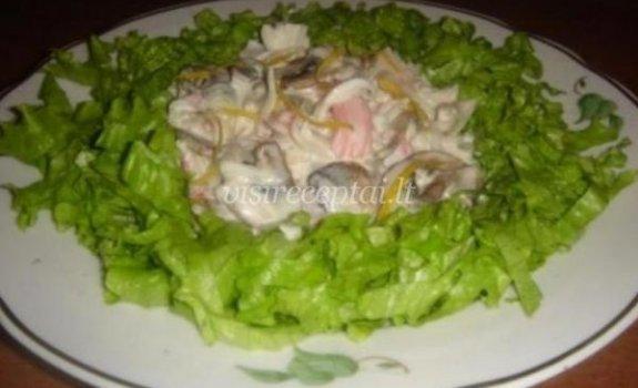 Krabų mėsos ir grybų salotos