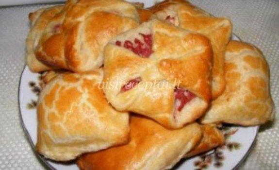 Sluoksniuotos tešlos pyragėliai su įdaru