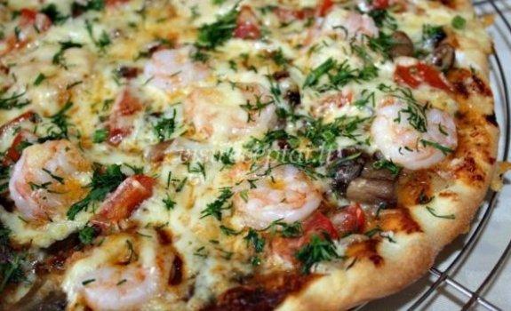 Pica su pievagrybiais ir krevetėmis