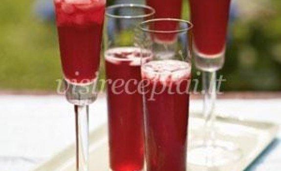 Granatų sulčių ir putojančio vyno kokteilis