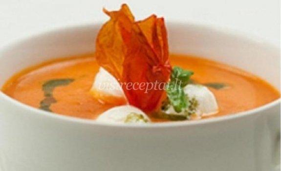 Pomidorų sriuba su mocarelos sūriu