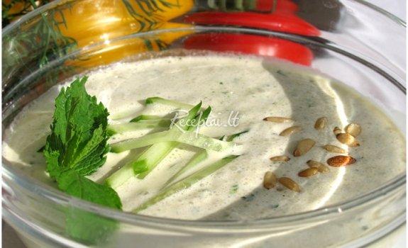 Šalta daržovių ir paukštienos sriuba