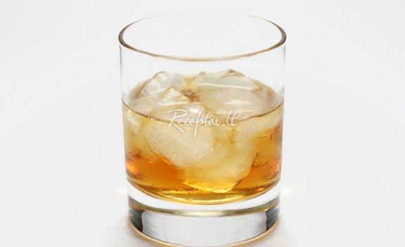 Brendžio kokteilis su amaretu