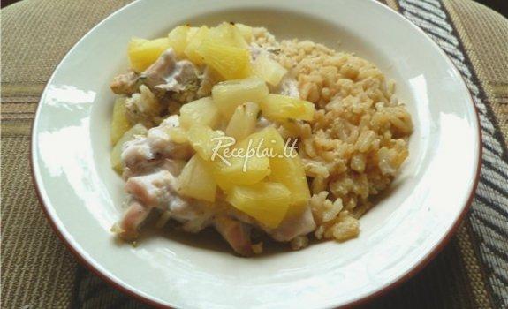 Kiauliena su ryžiais ir ananasais