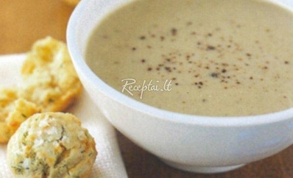 Pieniška sriuba su riešutais ir duona