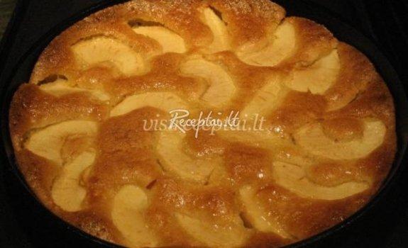 Lukos obuolių pyragas