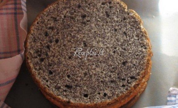 Aguonų-migdolų pyragas