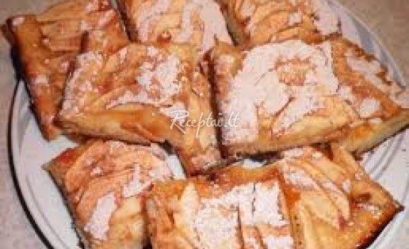 Obuolių pyragėliai su cinamonu