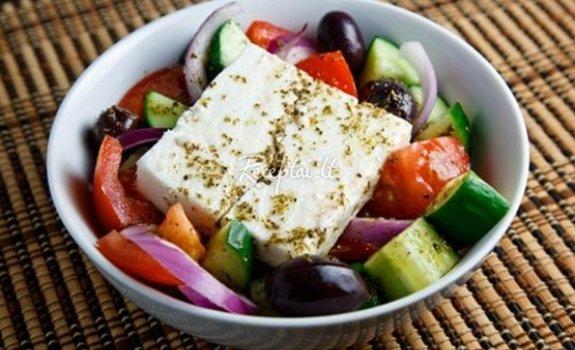 Fetos sūrio ir daržovių  salotos