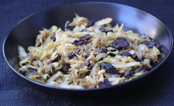 Kopūstų salotos su slyvomis
