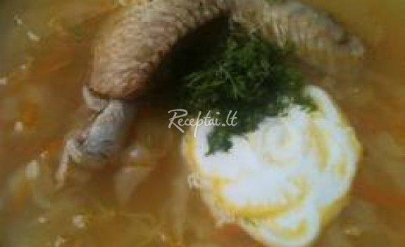 Kopūstų sriuba u vištienos sparneliais