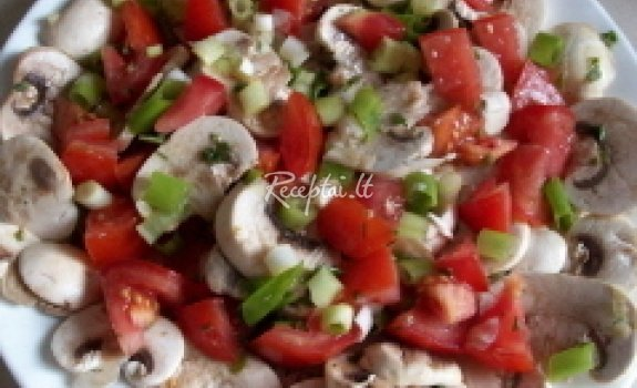 Pomidorų ir grybų salotos