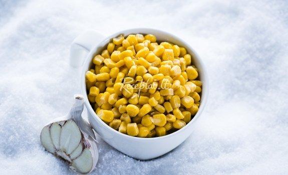 Karštieji kukurūzai su sviestu ir česnaku