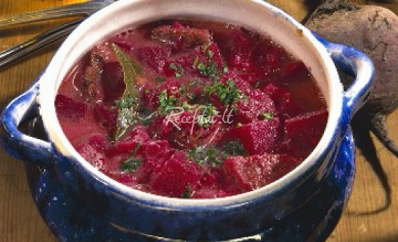 Burokėlių lapkočių sriuba