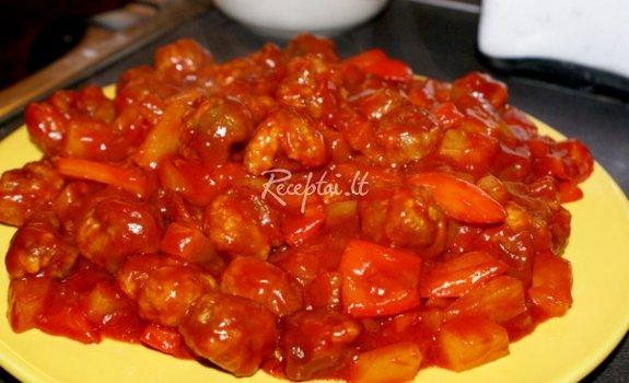 Kiaulienos troškinys su pomidorų padažu