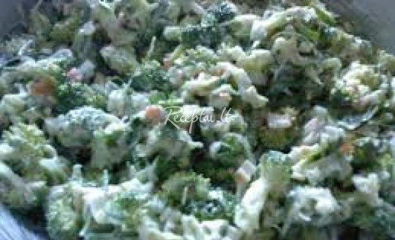 Brokolių ir krabų lazdelių salotos