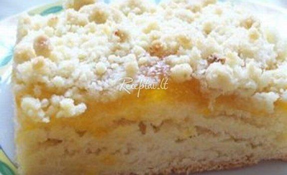 Paprastas pyragas su abrikosų džemu