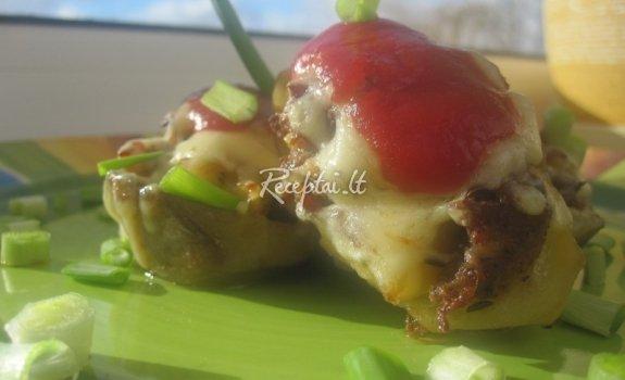 Faršu ir sūriu įdarytos bulvių geldelės