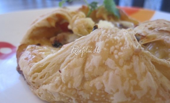 Pide (mielinės bandelės su faršo ir sūrio įdaru)