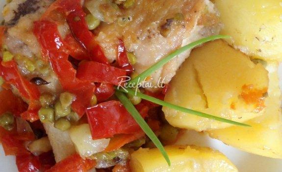 Vištiena kepta su daržovėmis