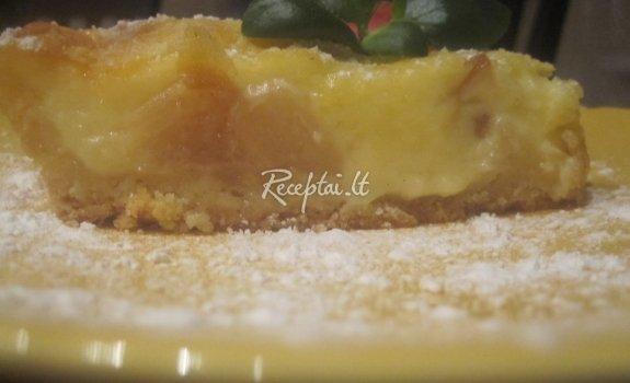 Karališkas obuolių pyragas su obuolių uogiene