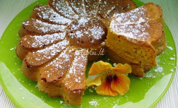 Citrininis morkų  pyragas su medumi