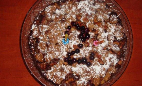 Obuolių ir datulių pyragas su kokosų kepure
