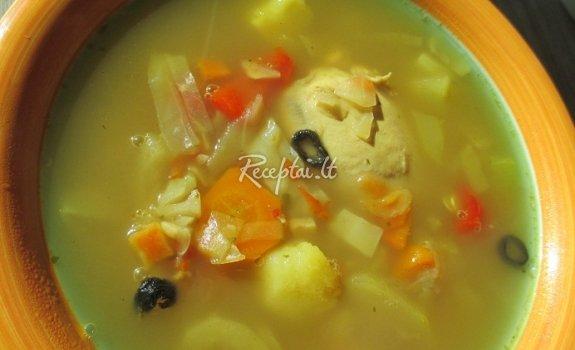 Kopūstų sriuba su vištos šlaunelėmis