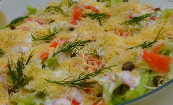 Salotos su lašiša ir majonezo bei jogurto padažu