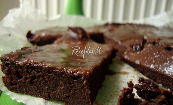 Obuolių pyragas su šokoladiniu užtepu