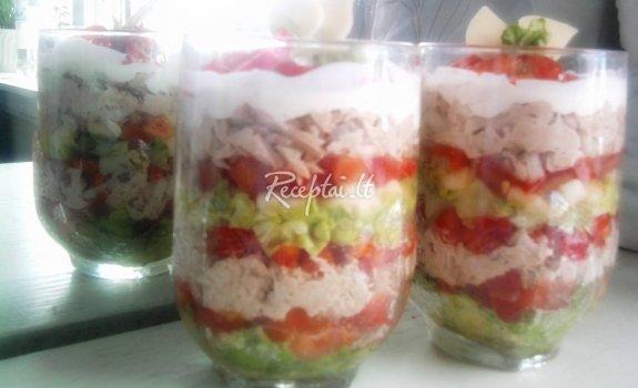 Tuno salotos stiklinėse