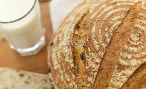 Spelta duona su sėklomis